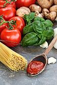 Spaghetti Sauce and Fresh Ingredients