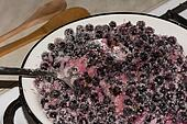 cooking black currants jam