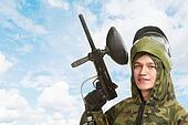 gun paintball player