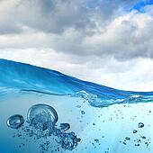 Sea wave with bubbles